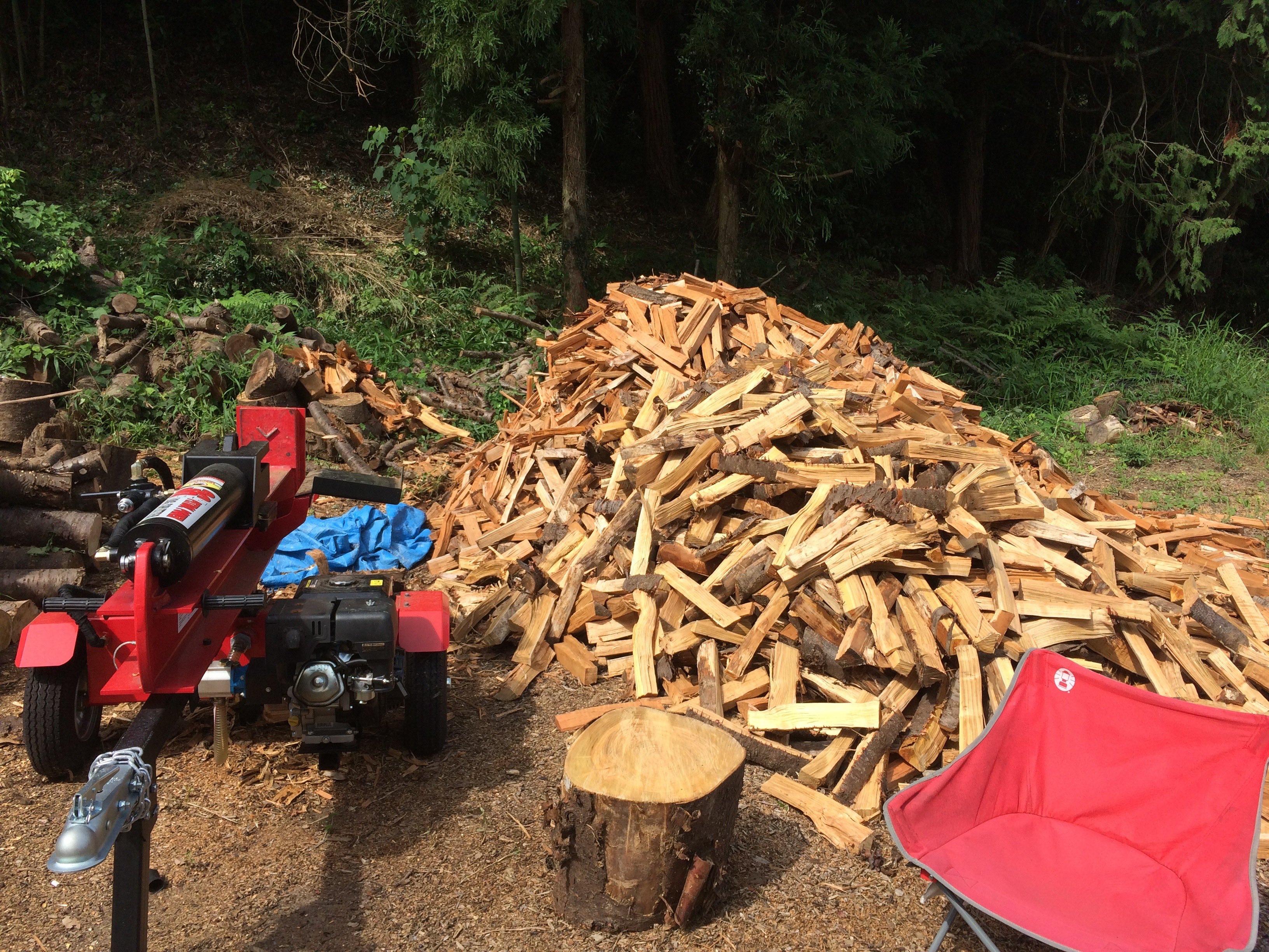 薪割り機と薪